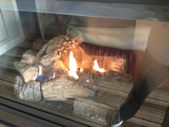 Inn by the Sea : Lovely gas fireplace
