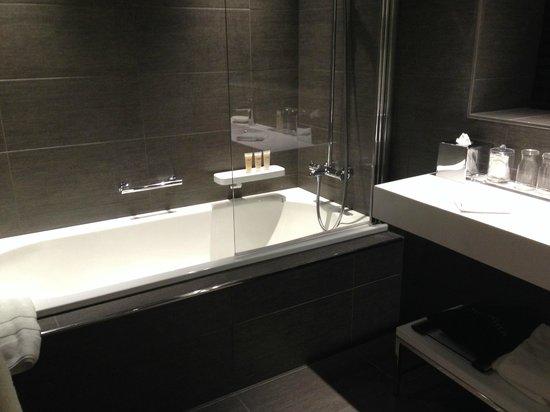 Pullman Brussels Centre Midi Hotel: Baño