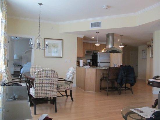 Wild Dunes Resort: LIving room and kitchen area