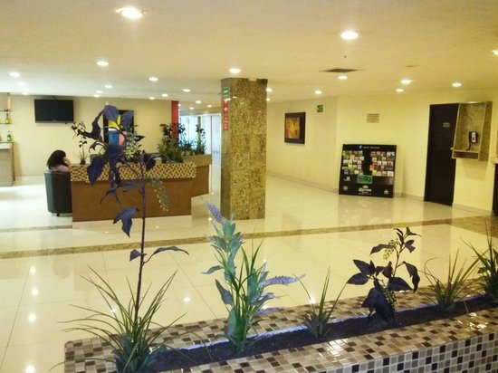 Dali Plaza Hotel: Loby agradable