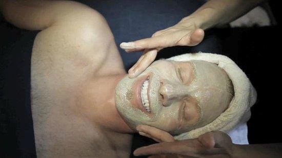 A Body ReNEW Massage Spa: Facial Massage