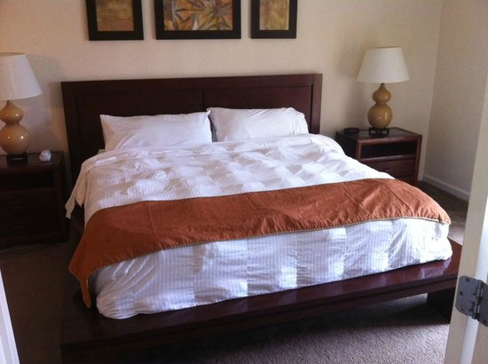 Palisades Resort: master bed