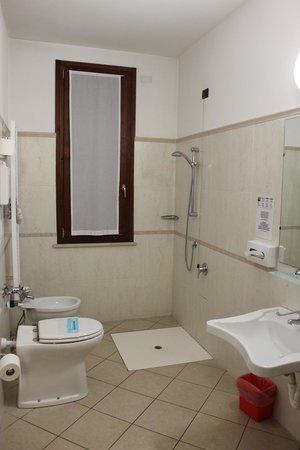 Hotel ABC : Bagno camera