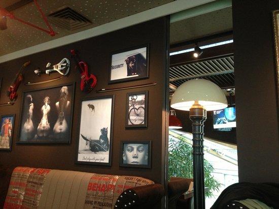 Happy Bar & Grill Rakovski: Cool decor
