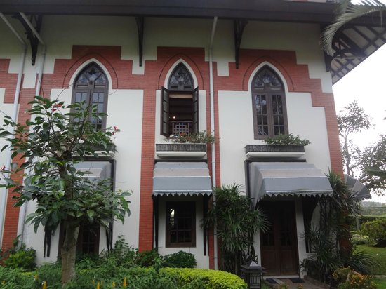 Royal Orchids Garden Hotel: Tampak depan Condo