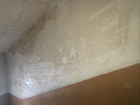 Art Hostel: Staircase Wall