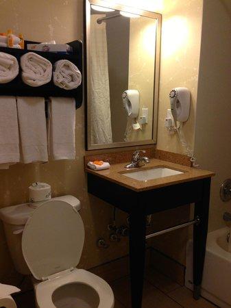 La Quinta Inn & Suites Manhattan: Bathroom