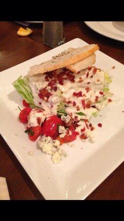 Atlanta Marriott Alpharetta: Excellent salad from Vidalia's Restaurant!
