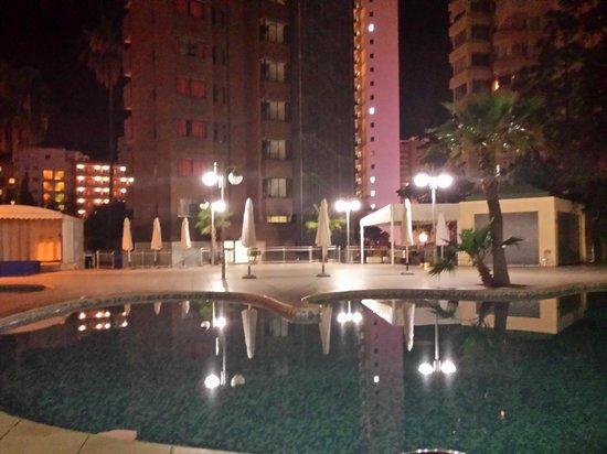 Apartamentos Levante Club: Piscina grande