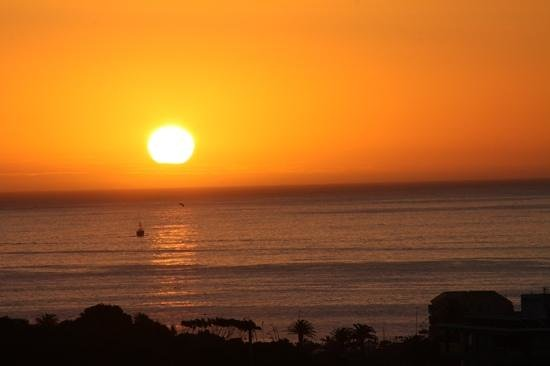 Cape Royale Luxury Hotel : Sun set view from VIP Sky Bar