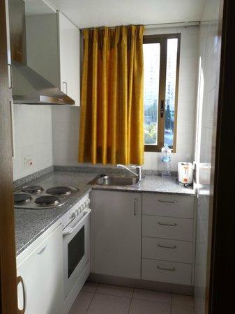 Apartamentos Levante Club: Cocina