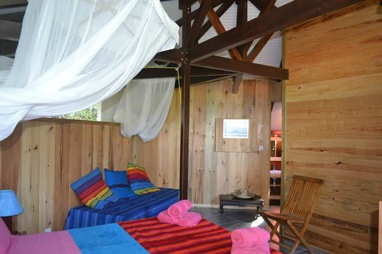 Piton Bungalows : chambre case créole