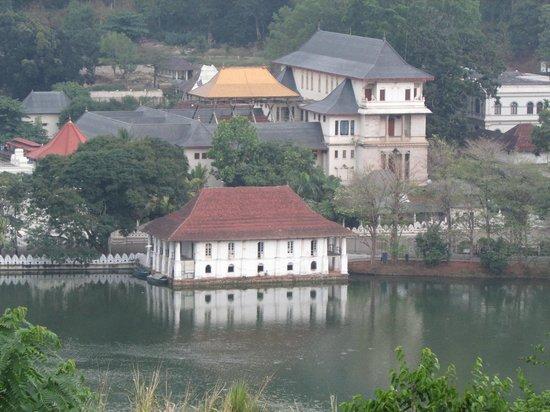 Temple de la Dent : View of the Temple