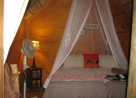 Addo Dung Beetle Guest Farm: Bush cabin boudoir