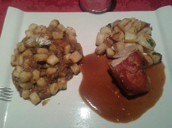Rebuffo : Gnocchetti con sugo di anatra & maialino in crosta con patate