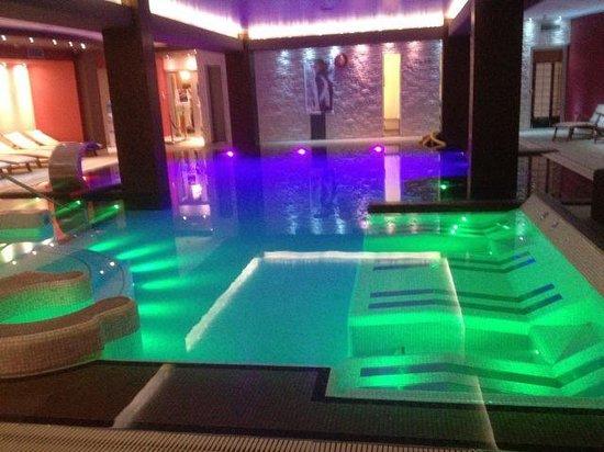 Hotel Lo Zodiaco: piscina & lettini idromassaggio