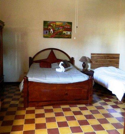 Hotel La Mision: Habitaciones Amplias y Comodas