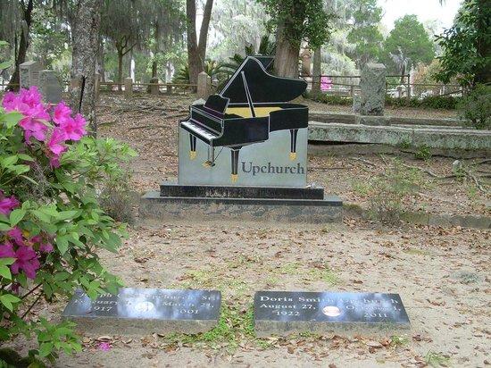Bonaventure Cemetery: Unique gravestone