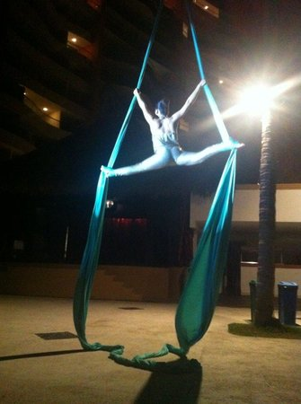 Plaza Pelicanos Club Beach Resort : circus show