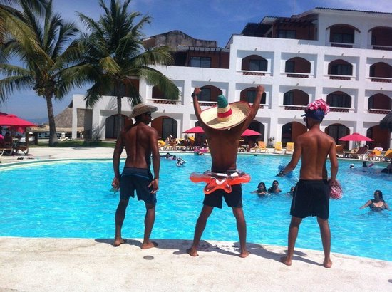 Plaza Pelicanos Club Beach Resort: water exercise