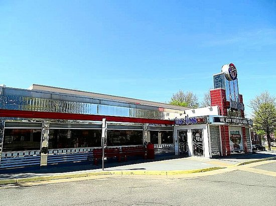 Silver Diner: view from parking lot