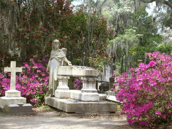 Bonaventure Cemetery : Gravestones/Statues