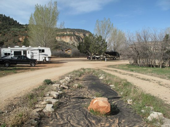 Zion RV and Campground: Pull-thru camsite with hook ups