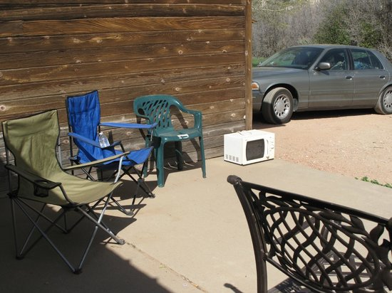 Zion RV and Campground : Public building patio