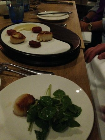 Salcombe Harbour Hotel & Spa: Scallop Starter on two plates!