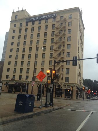 La Quinta Inn & Suites Dallas Downtown: Street view upon my return to the hotel