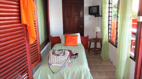 Mango Lodge : Extra single bed between the bedroom and the veranda
