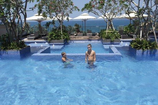 InterContinental Nha Trang : nydelig bassenområde
