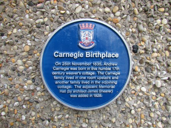 Andrew Carnegie Birthplace Museum: Blue Badge Plaque outside.
