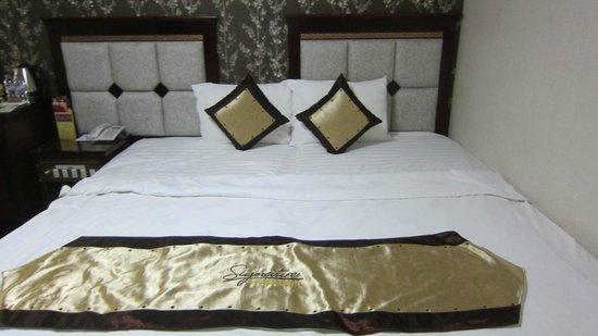 Signature Saigon Hotel: bed