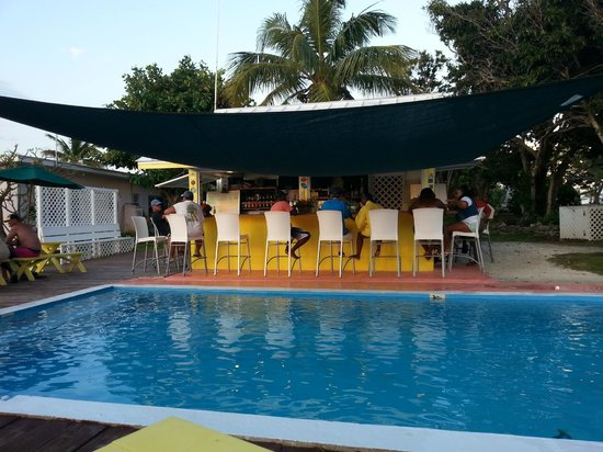 Green Turtle Club & Marina: Pineapple Bar & Grill
