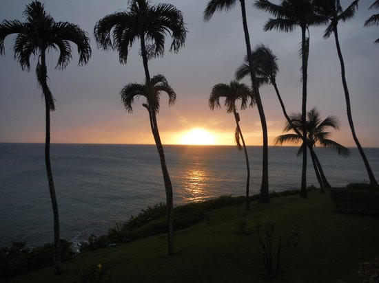 Napili Kai Beach Resort: Sunset from our lanai,room 225