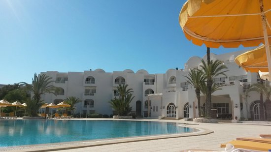 Isis Hotel and Spa: La piscine et les chambres