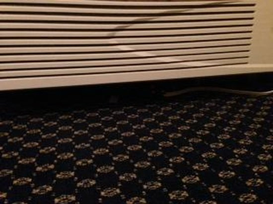 Americas Best Value Inn & Suites - Bush Int'l Airport Wes: Exposed electrical wiring under AC unit