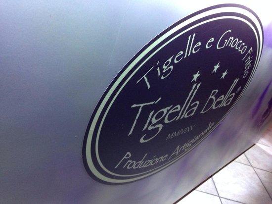 Tigella Bella : Insegna interna