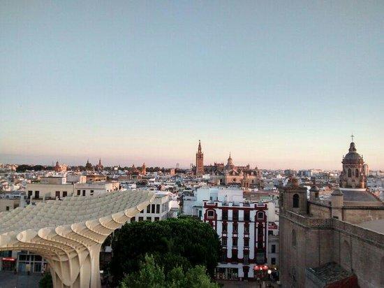 Metropol Parasol : Una de las vistas desde las 'setas' de Sevilla.
