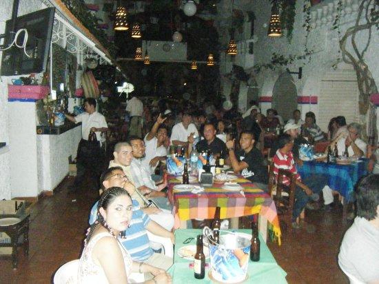 Margaritas Restaurant Bar & Grill: viendo el box