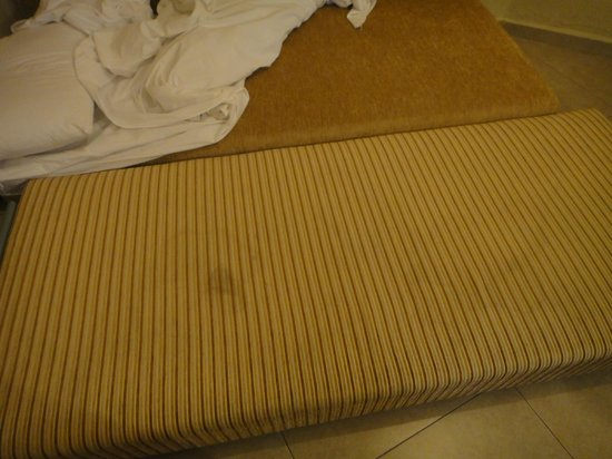 Lev Yerushalayim : Repulsive satins on sofa bed