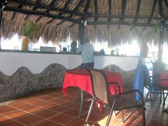 Isla Caribe Beach Hotel : Refrescando el cuerpo.
