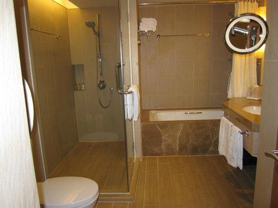 Shangri-La's Rasa Ria Resort & Spa: spotless bathroom