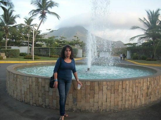 Isla Caribe Beach Hotel : El famoso cerro Guayamurí.
