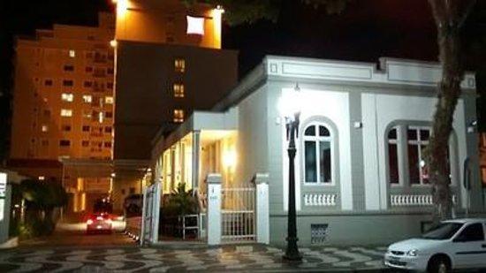 Ibis Curitiba Batel: Vista Noturna - Restaurante do Hotel