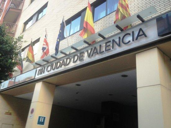 NH Ciudad de Valencia: Fachado do hotel