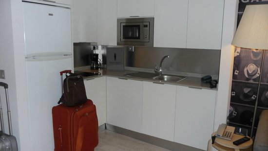 Eric Vökel Boutique Apartments - Atocha Suites: Completa cocina
