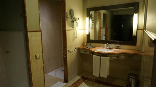 Sofitel Marrakech Lounge and Spa : bathroom #2