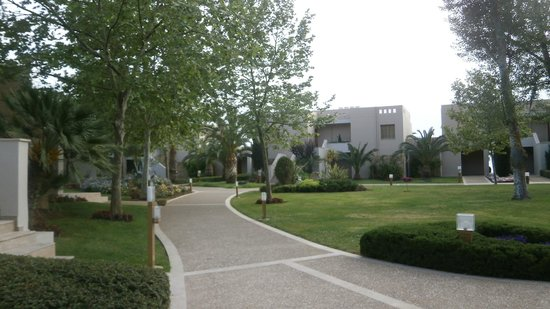 Sani Asterias: path to the villas